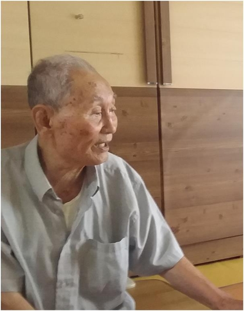 Choi Jang-seop, a former South Korean forced laborer at Japan's Hashima Island, speaks during an interview with Yonhap News Agency at his apartment in Daejeon, some 160 kilometers south of Seoul, on Aug. 8, 2017. (Yonhap)