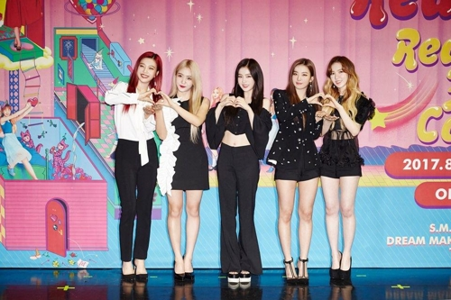 Members of girl group Red Velvet pose for the camera at a press conference held ahead of a group concert at the Olympic Park on Aug. 20, 2017, in Seoul. (Yonhap)
