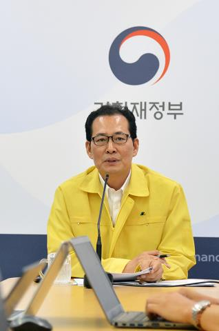 This photo provided by the Ministry of Strategy and Finance shows South Korea's Vice Finance Minister Ko Hyoung-kwon speaking at a press briefing in Sejong on Aug. 21, 2017. (Yonhap)