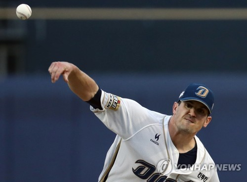 In this file photo taken on April 13, 2017, Jeff Manship of the NC Dinos throws a pitch against the LG Twins in their Korea Baseball Organization game at Masan Stadium in Changwon, South Gyeongsang Province. (Yonhap)