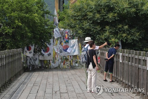 This photo, taken on Aug. 2, 2017, shows citizens visiting Imjingak in the South Korean border city of Paju near the Demilitarized Zone separating the two Koreas. (Yonhap)