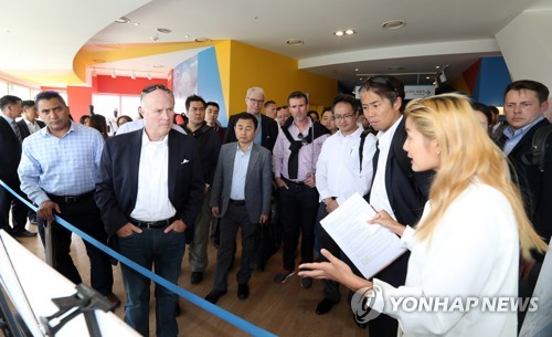 A group of foreign personnel, including officials of 35 International Olympic Committee member countries, attends a briefing session on South Korea's antiterrorism measures for the 2018 PyeongChang Winter Olympics at an observatory at Alpensia Ski Resort in the eastern South Korean resort town of PyeongChang on Aug. 31, 2017. (Yonhap)
