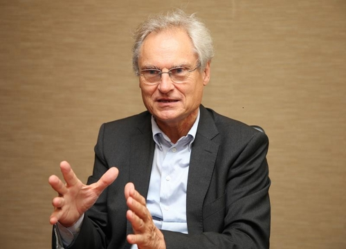 Henning Kagermann, president of the National Academy of Science and Engineering of Germany, speaks during an interview with Yonhap News Agency in Seoul on Sept. 6, 2017. (Yonhap)