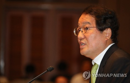 This photo taken on Sept. 6, 2017, shows Nam Sung-wook, a professor at Korea University, speaking to opposition lawmakers over North Korea. (Yonhap)