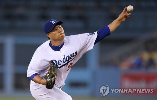 In this Associated Press photo, Ryu Hyun-jin of the Los Angeles Dodgers throws a pitch against the Arizona Diamondbacks at Dodger Stadium in Los Angeles on Sept. 5, 2017. (Yonhap)