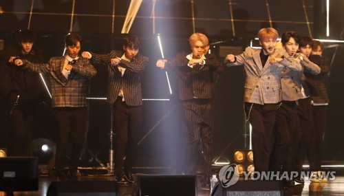"""Boy band Pentagon performs at a showcase in Seoul on Sept. 6, 2017, on the release of the group's fourth mini album """"DEMO_01"""" at Yes24 Live Hall in eastern Seoul. (Yonhap)"""