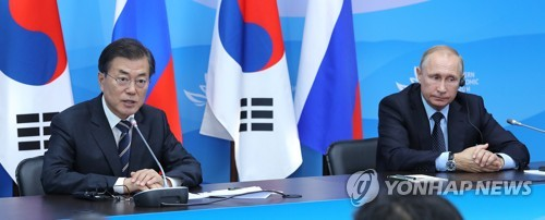 South Korean President Moon Jae-in (L) speaks in a joint press conference with his Russian counterpart Vladimir Putin on the outcome of their bilateral summit held in Vladivostok, Russia on Sept. 6, 2017. (Yonhap)