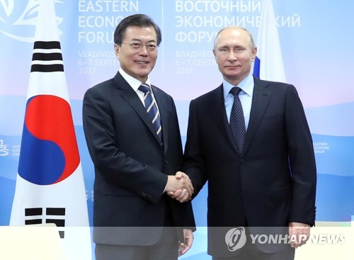 South Korean President Moon Jae-in (L) and Russian President Vladimir Putin shake hands before the start of their bilateral summit in Vladivostok, Russia on Sept. 6, 2017. (Yonhap)