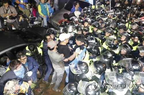 USFK adds 4 launchers to THAAD as protesters clash with police