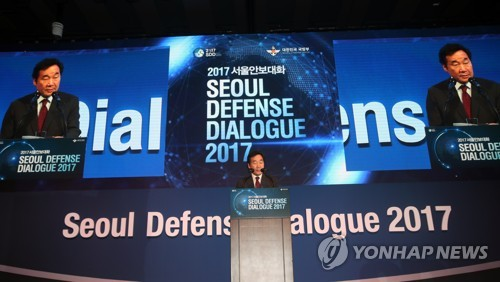 Prime Minister Lee Nak-yon delivers an address at Seoul Defense Dialogue on Sept. 7, 2017. (Yonhap)