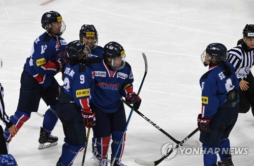 In this file photo taken July 29, 2017, South Korea's women's national ice hockey team players celebrate after scoring a goal against Sweden during a friendly match at Gangneung Hockey Centre in Gangnueng, Gangwon Province. (Yonhap)