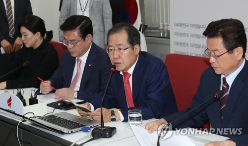 Hong Joon-pyo, the leader of the main opposition Liberty Korea Party, speaks during a party meeting at the National Assembly in Seoul on Sept. 11, 2017. (Yonhap)