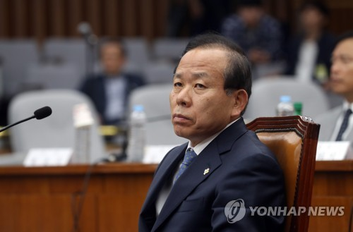 This photo, taken June 8, 2017, shows Constitutional Court chief nominee Kim Yi-su attending a parliamentary confirmation hearing at the National Assembly in Seoul. (Yonhap)