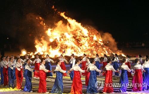 """Yonhap News Agency's 2017 photo titled """"Ganggangsullae, a World Heritage"""" (Yonhap)"""