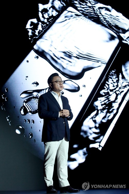 Koh Dong-jin, president of Samsung Electronics Co., speaks during a media event on its Galaxy Note 8 smartphone in Seoul on Sept. 12, 2017. (Yonhap)