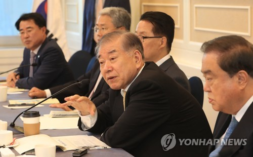 Moon Chung-in (2nd from R), President Moon Jae-in's security advisor, speaks during a peace forum at the National Assembly in Seoul on Sept. 14, 2017. (Yonhap)