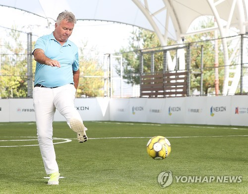 In this file photo taken on Oct. 4, 2016, Guus Hiddink kicks the ball during a football event in Anseong, Gyeonggi Province. (Yonhap)