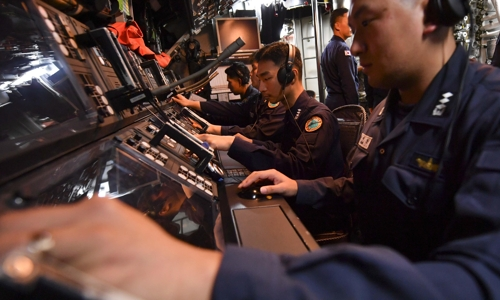 A submarine crew is on duty in this photo provided by the Navy. (Yonhap)