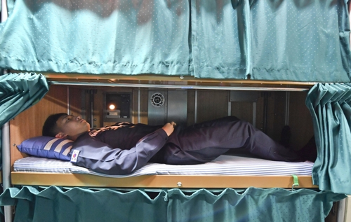 A submariner takes a nap on a bunk in this photo provided by the Navy. (Yonhap)