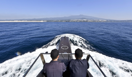 A South Korean submarine returns to the Jeju Naval Base in this photo provided by the Navy. (Yonhap)