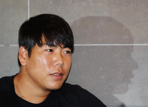 Kang Jung-ho, third baseman for the Pittsburgh Pirates, speaks to Yonhap News Agency in an interview in Gwangju, 350 kilometers south of Seoul, on Sept. 19, 2017. Kang remains without the U.S. work visa necessary to play for the Pirates following a drunk driving conviction. He will play in the Dominican Winter League starting in October. (Yonhap)