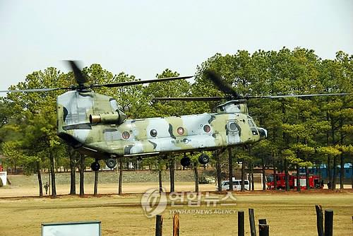 An undated file photo of CH-47D Chinook helicoter operated by South Korea's military. (Yonhap)