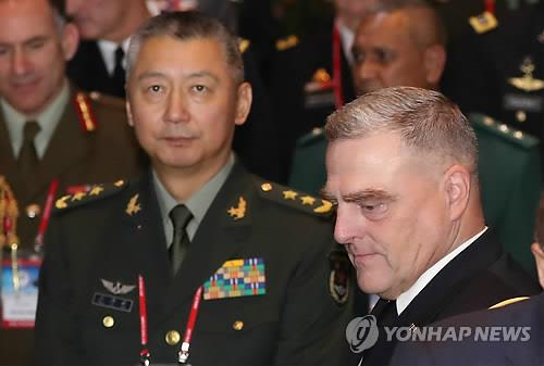 This file photo shows Lt. Gen. You Haitao (L), the top Chinese delegate to the 10th Pacific Armies Chiefs Conference (PACC) in Seoul. (Yonhap)