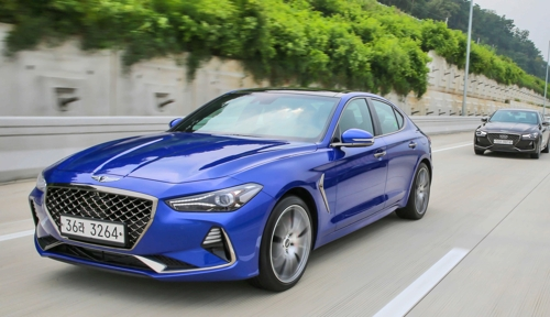 Hyundai Motor's sub-brand Genesis G70 sports sedans in a media test-drive event (Photo courtesy of Hyundai Motor) (Yonhap)