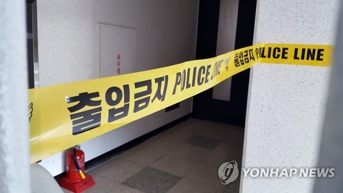 Police tape bars the entrance to the home of Kim In-sik in Sacheon, southern South Korea, on Sept. 21, 2017. (Yonhap)