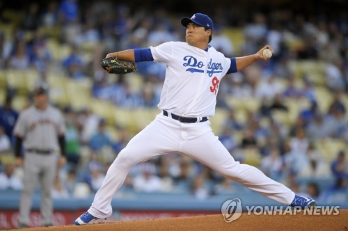 In this Associated Press photo, Ryu Hyun-jin of the Los Angeles Dodgers throws a pitch against the San Francisco Giants in their regular season game at Dodger Stadium in Los Angeles on Sept. 23, 2017. (Yonhap)