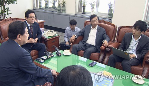 The lawmakers of the parliament's intelligence committee give a briefing to the press at the National Assembly in Seoul in this photo provided by Yonhap News TV on Sept. 26, 2017. (Yonhap)