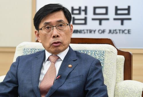 Justice Minister Park Sang-ki speaks during an interview with Yonhap News Agency in the ministry headquarters in Gwacheon on Sept. 28, 2017. (Yonhap)