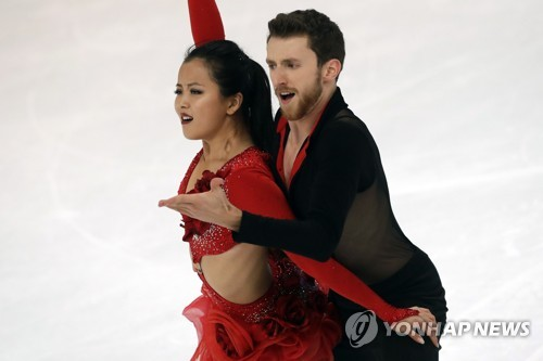 In this Associated Press photo, South Korean ice dancers Min Yu-ra (L) and Alexander Gamelin perform their short dance routine during the Nebelhorn Trophy in Oberstdorf, Germany, on Sept. 28, 2017. (Yonhap)