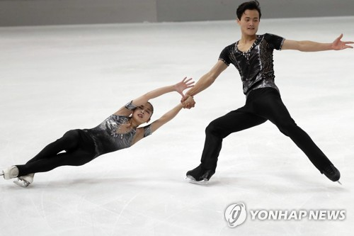 In this Associated Press photo, North Korean pairs figure skaters Ryom Tae-ok (L) and Kim Ju-sik perform their short program during the Nebelhorn Trophy in Oberstdorf, Germany, on Sept. 28, 2017. (Yonhap)
