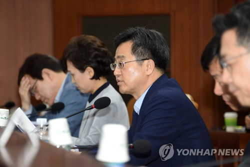 S. Korea's finance minister to put priority on national interest in FTA negotiations with U.S.