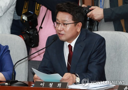 This photo, taken May 24, 2017, shows Rep. Lee Cheol-hee of the ruling Democratic Party speaking during a parliamentary session at the National Assembly in Seoul. (Yonhap)