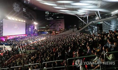 This file photo shows the opening ceremony of the Busan International Film Festival (BIFF) held in the southeastern South Korean port city of Busan on Oct. 6, 2016. (Yonhap)