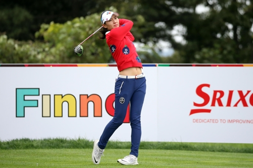 Kim Min-sun of South Korea tees off at the 11th hole in the first round of the LPGA KEB Hana Bank Championship at Sky 72 Golf & Resort's Ocean Course in Incheon on Oct. 12, 2017, in this photo provided by the tournament organizing committee. (Yonhap)