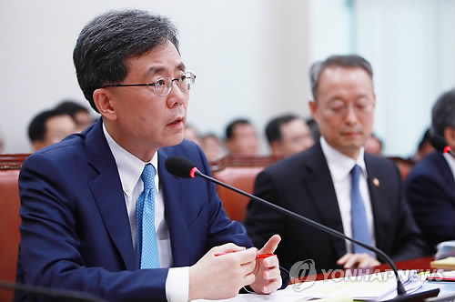 South Korea's trade minister Kim Hyun-chong speaks during a parliamentary audit at the National Assmebly on Oct. 13, 2017. (Yonhap)