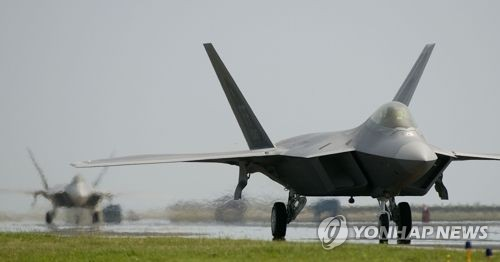 An F-22 Raptor stealth fighter jet in a photo posted on the U.S. Air Force's website. (Yonhap)