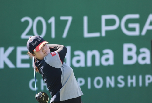 Angel Yin of the United States tees off on the first hole in the second round of the LPGA KEB Hana Bank Championship at Sky 72 Golf & Resort's Ocean Course in Incheon on Oct. 12, 2017, in this photo provided by the tournament organizing committee. (Yonhap)