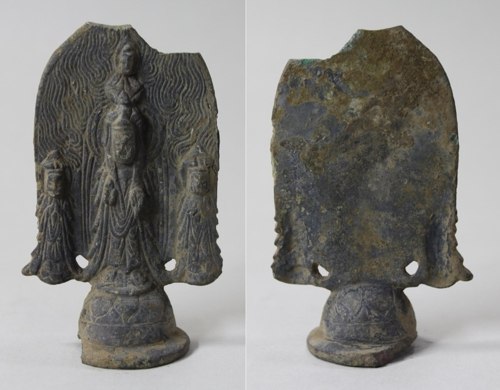 This photo, released by the Cultural Heritage Administration on Oct. 16, 2017, shows the Standing Buddha Triad, believed to have been made in the 6th century, from the ruins of Jinjeon Temple in the town of Yangyang on South Korea's northeastern coast. (Yonhap)