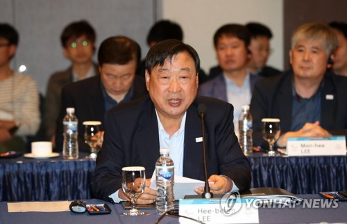 Lee Hee-beom, head of the PyeongChang Organizing Committee for the 2018 Olympic & Paralympic Winter Games (POCOG), speaks at an International Paralympic Committee (IPC) Project Review meeting in PyeongChang, Gangwon Province, 180 kilometers east of Seoul. (Yonhap)