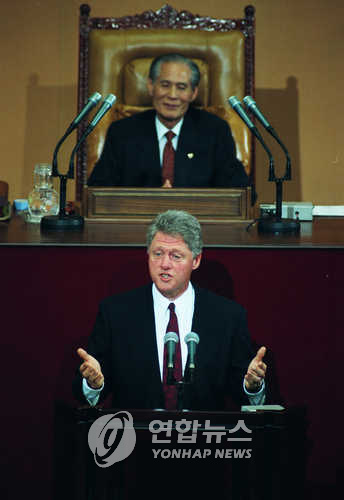 This photo, taken on July 10, 1993, shows then U.S. President Bill Clinton speaking at South Korea's National Assembly in Seoul. (Yonhap)