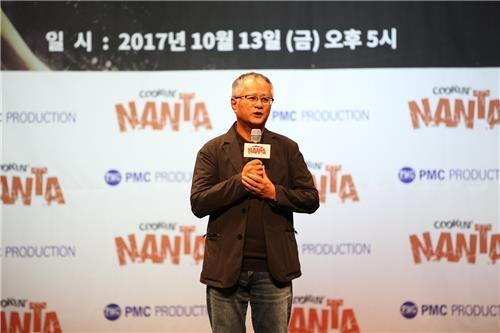 "In this photo provided by PMC Production, Artistic Director Song Seung-whan speaks during an event marking the 20th anniversary of ""Cookin' Nanta"" at Chungjeongno Nanta theater in central Seoul on Oct. 13, 2017. (Yonhap)"