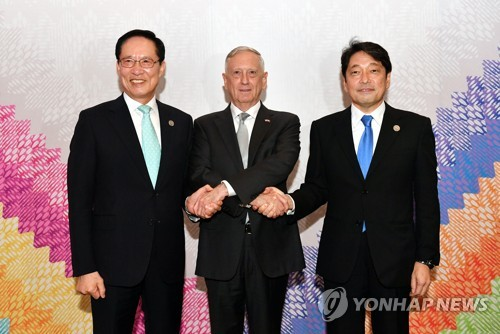 South Korean Defense Minister Song Young-moo (L) poses for a photo with his U.S. and Japanese counterparts James Mattis and Itsunori Onodera during their meeting in Clark, the Philippines, on Oct. 23, 2017, in this photo provided by Song's ministry. (Yonhap)