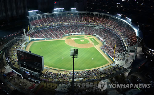This file photo, taken April 1, 2014, shows the aerial view of Gwangju-Kia Champions Field in Gwangju, home of the Korea Baseball Organization club Kia Tigers. (Yonhap)