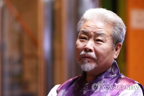 Korean music master Kim Duk-soo poses for a photo prior to an interview with Yonhap News Agency in Seoul on Oct. 26, 2017. (Yonhap)