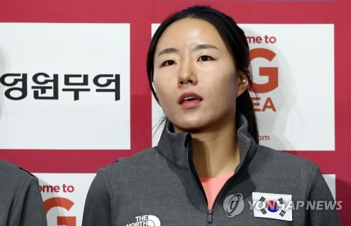 In this file photo taken Oct. 24, 2017, South Korean speed skater Lee Sang-hwa speaks to reporters during the national team media day at Taeneung International Rink in Seoul. (Yonhap)