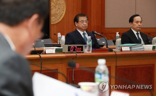 National Intelligence Service chief Suh Hoon and other officials attend a parliamentary audit in southern Seoul on Nov. 2, 2017. (Pool photo) (Yonhap)